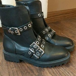 NWOT Rue21 black boots